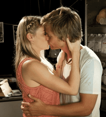 When To Kiss A Girl & How To Do It
